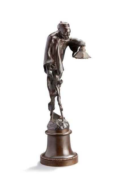 Sujet en bronze formant lampe à patine brune...