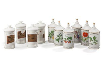 Ensemble de dix pots à pharmacie en porcelaine,...