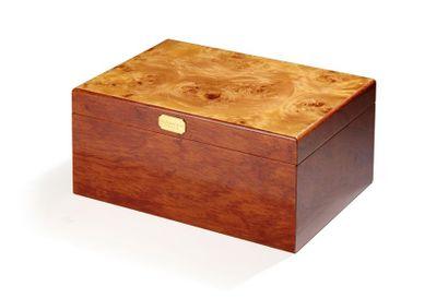 Boîte à cigares en loupe de bois précieux...