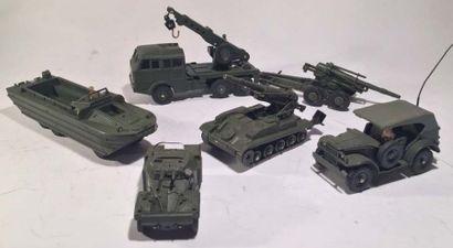 Lot de 6 DINKY TOYS militaires comprenant...