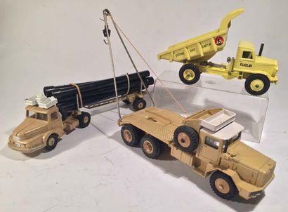 Lot de 3 camions DINKY TOYS comprenant un...