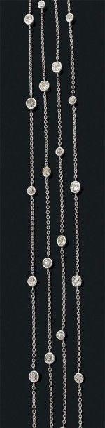 Sautoir en or gris 18k rythmé de diamants...