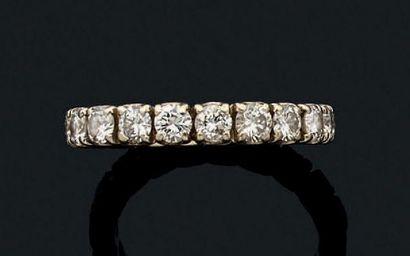 Alliance or gris 18k sertie de diamants de...