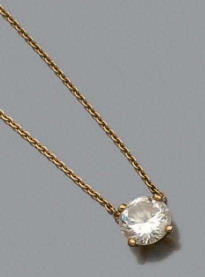 Collier composé d'une chaine en or jaune...