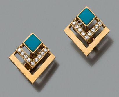 Paire de clips d'oreilles stylisés en or...