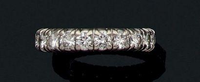 Alliance en platine sertie de diamants de...