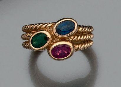 Bague composée de trois anneaux en or jaune...