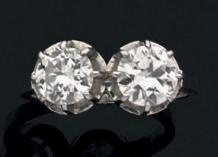 Bague en or gris 18k ornée de deux diamants...