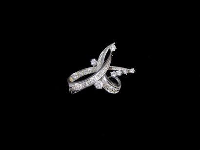 Broche «noeud» en or gris 18k sertie de diamants...