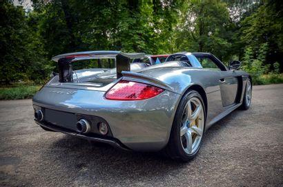 2004 - PORSCHE CARRERA GT Présentée en octobre 2000 au Mondial de l'Automobile de...