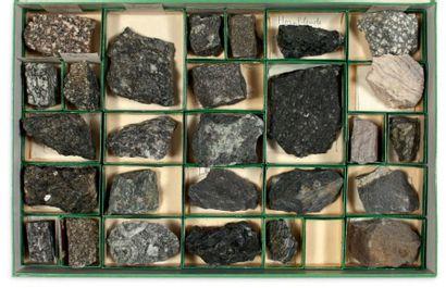 Collection de trois coffrets de minéraux...