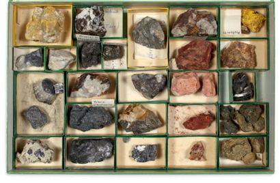 Collection de trois coffrets de minéraux