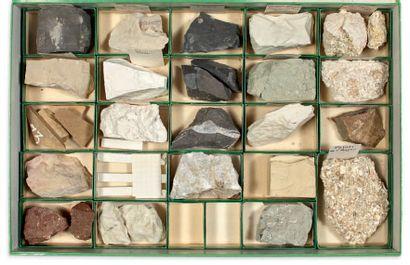 Collection de trois coffrets de minéraux....