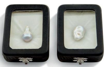 Deux belles perles baroques Ces perles sont dissymétriques et irrégulières dans...