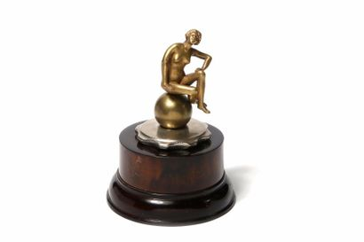 RÊVEUSE Rêveuse, en bronze à patine dorée,...