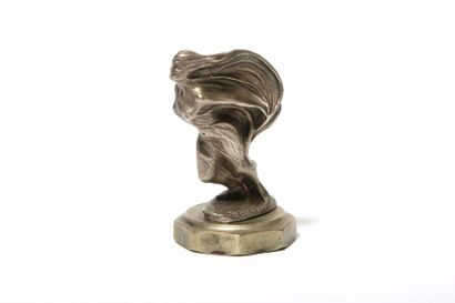 Femme drapée Par Signée B. Biegas. Symbole...