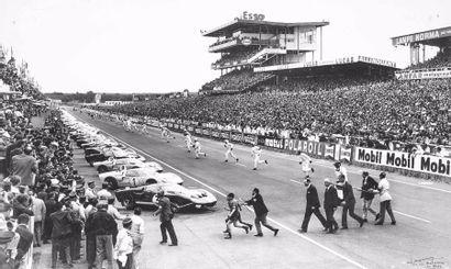 24 Heures du Mans 1966 Photo contrecollée...