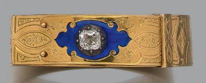 Bracelet manchette en or jaune ciselé 18k...