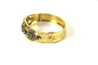 Bracelet manchette en or jaune ciselé et...