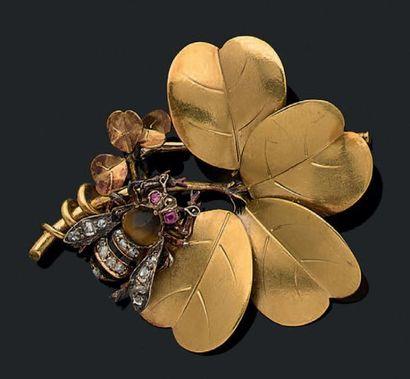 "Broche ""trèfle"" en or jaune 18k (750) et argent ( Pb: 9,57 gr"