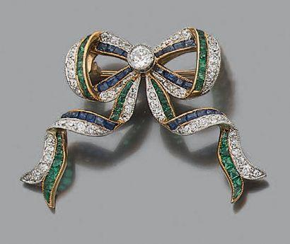 "Broche ""noeud"" en or jaune 18k (750) et platine (950) sertie d'un diamant central..."