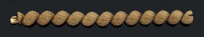 """VAN CLEEF & ARPELS Bracelet """"hérisson"""" articulé en or jaune 18k (750). Signé et numéroté...."""