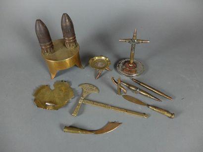 Lot : cendrier ; vide poche ; crucifix ;...