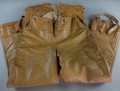 Pantalon britannique, en cuir brun, doublé,...