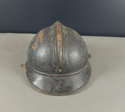 Casque d'Artillerie modèle 1915 dit Adrian,...
