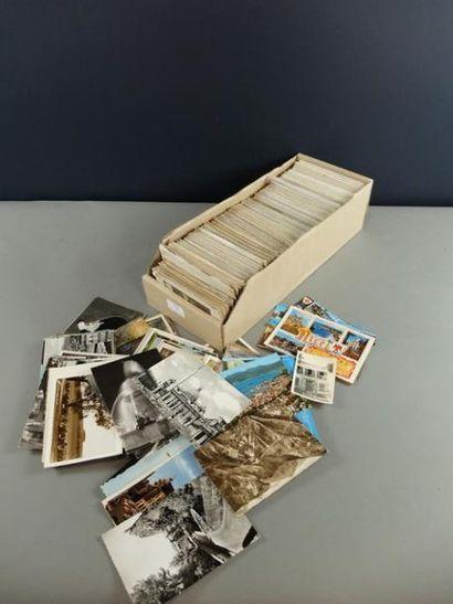 Lot de 1200 environ cartes postales diverses.