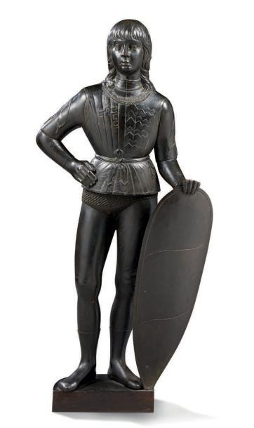 PAGE tenant un écu armorié en bronze ciselé...