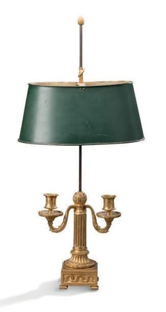 PAIRE DE LAMPES BOUILLOTTE en bronze ciselé...