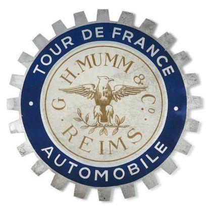 TOUR DE FRANCE AUTO Lot de deux plaques publicitaires...