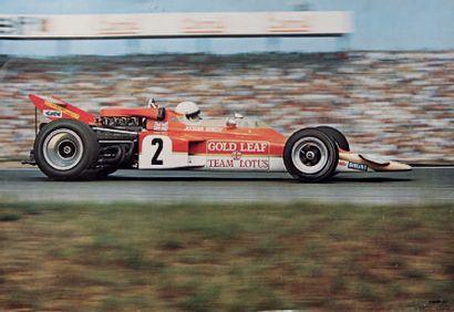 JOCHEN RINDT Lot de 2 posters representant le pilote et sa Lotus Bon état Dim: 68...