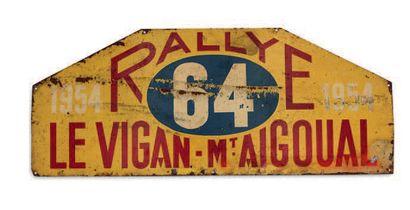 RALLYE LE VIGAN - MONT AIGOUAL Plaque de l'équipage 64 Edition 1954 Etat d'usag...
