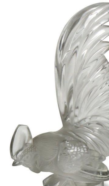 RENE LALIQUE (1860-1945) Bouchon de radiateur «coq nain» en verre blanc moulé-pressé...