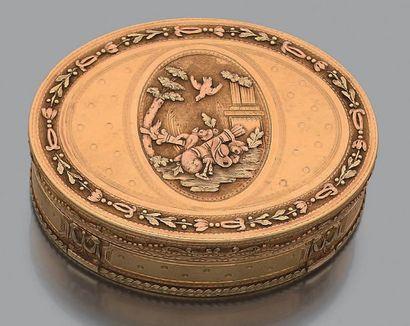 Tabatière ovale à trois tons d'or 18k (750)...