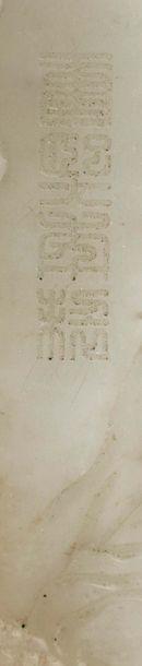 CHINE XXE SIÈCLE Pot à pinceau quadrangulaire en jade céladon veiné de rouille à...
