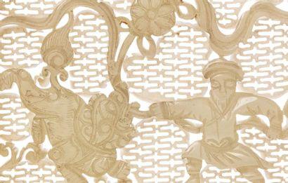 CHINE XVIIIe siècle Petit écran de lettré en jade céladon, finement sculpté et ajouré...