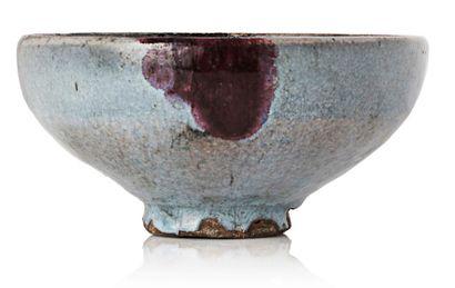 CHINE PÉRIODE YUAN, XIVE SIÈCLE Coupe de type Junyao en céramique émaillée bleu lavande,...