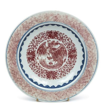 CHINE PÉRIODE DAOGUANG, VERS 1850 Bassin en porcelaine émaillé en bleu sous couverte...