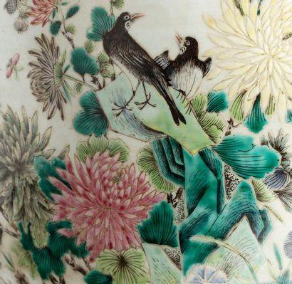 CHINE PÉRIODE GUANGXU, VERS 1900 Grande vasque à poissons en porcelaine et émaux...