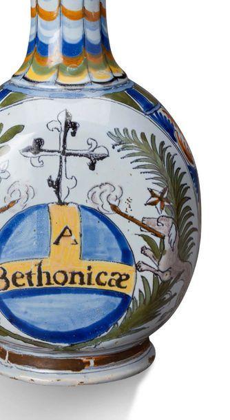 NEVERS BOUTEILLE À LONG COL ÉTROIT en faïence à rare décor polychrome dit à «la palette»:...
