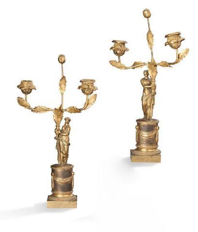 PAIRE DE CANDÉLABRES en bronze ciselé et doré, le fût formé d'un homme et d'une...