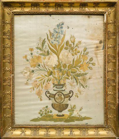 DEUX TISSUS BRODÉS représentant des bouquets fleuris et feuillagés. XIXe siècle...