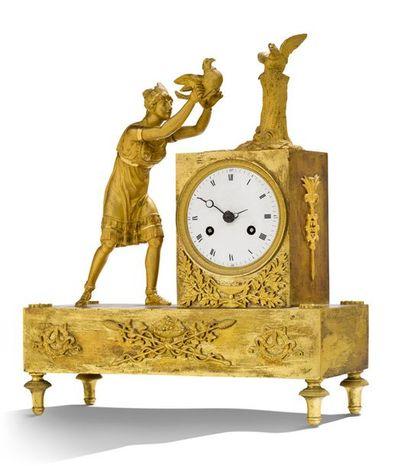 PETITE PENDULE en bronze ciselé et doré représentant Atala. Base rectangulaire et...