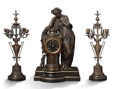 IMPORTANTE GARNITURE DE CHEMINÉE en bronze...