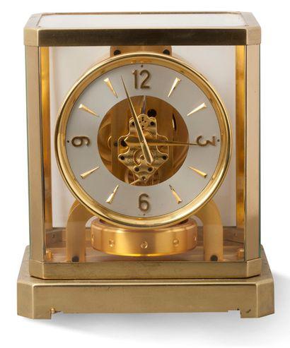 JAEGER LECOULTRE Type Atmos,modéle 50005 Pendule cage en métal doré poli et satiné...