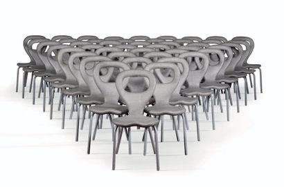 MARC NEWSON (1962) Paire de chaises dites TV Polyurethane, acier 87 x 55 x 43 cm....