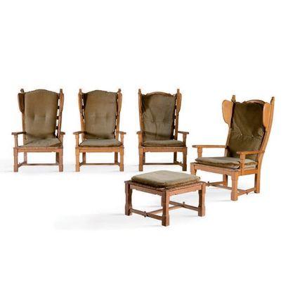 TRAVAIL FRANÇAIS Suite de 4 fauteuils et un repose pied Bois, paille, velours. 106...